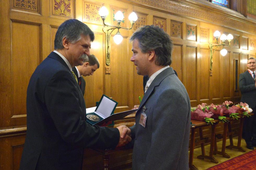 http://parlament.hu/hivatal/navay_hajnik/2013/03.jpg