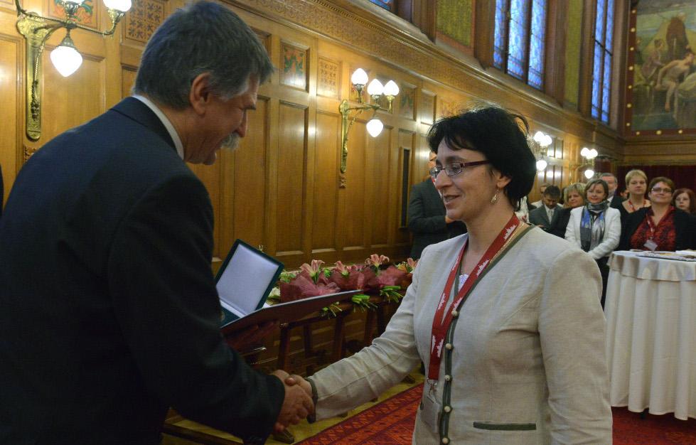 http://parlament.hu/hivatal/navay_hajnik/2013/04.jpg