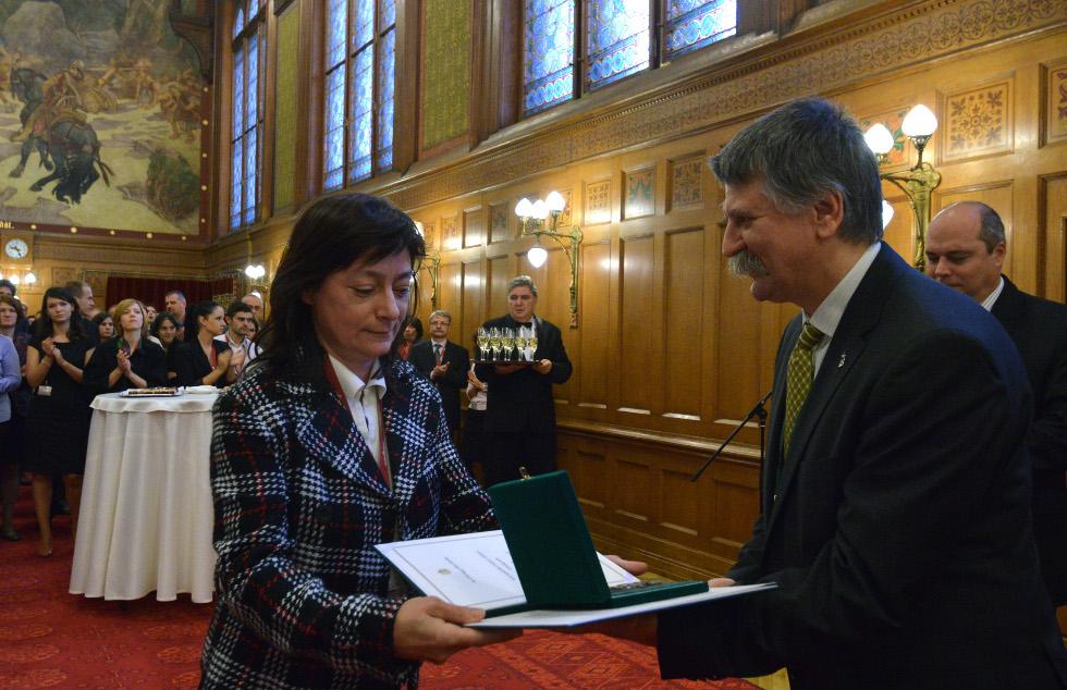 http://parlament.hu/hivatal/navay_hajnik/2013/06.jpg