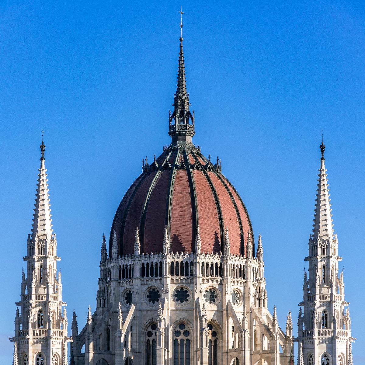 01 Budapest-Orszaghaz 20161129-130810 ILCE-7RM2 DSC04273 BKGy rw-cr