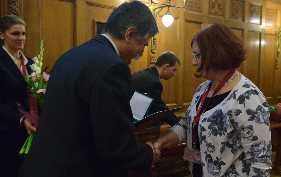 http://parlament.hu/hivatal/navay_hajnik/2013/05.jpg