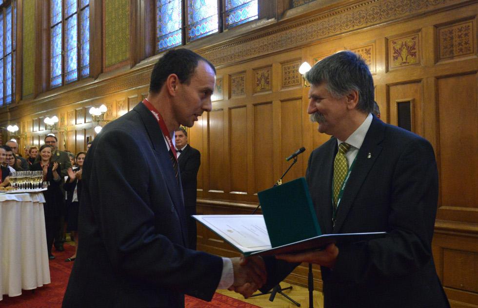 http://parlament.hu/hivatal/navay_hajnik/2013/08.jpg