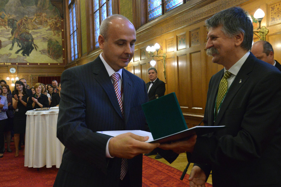 http://parlament.hu/hivatal/navay_hajnik/2013/09.jpg